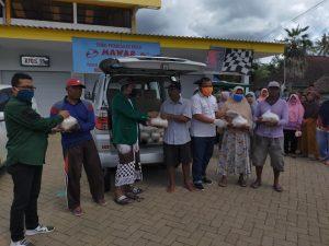 amin tohari, anggota DPRD trenggalek FPKB bersama alwi burhanudin FPKS dan Tarkiyat FPPP aksi peduli terdampak Covid-19